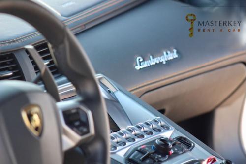 Lamborghini Aventador Coupe 2