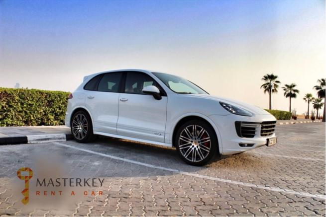 Porsche Cayenne GTS 2017 1
