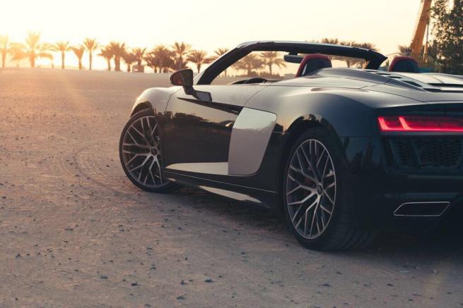 Audi R8 Spyder Rental 3